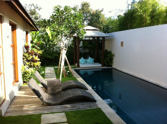 Arama Riverside Villas: Outdoor area