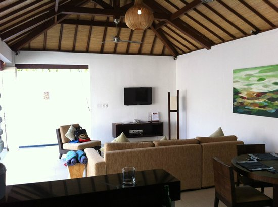 Arama Riverside Villas: Living room