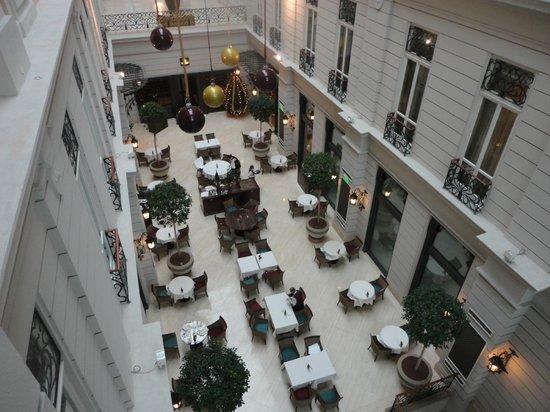 Corinthia Hotel Budapest: Atrium /petit déjeuner