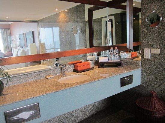 Pullman Bangkok Hotel G: Вторая ванна