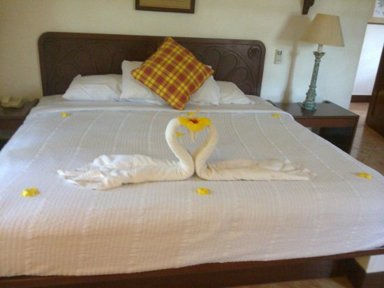 Coconut Grove: HOUSEKEEPING WITH A SMILE