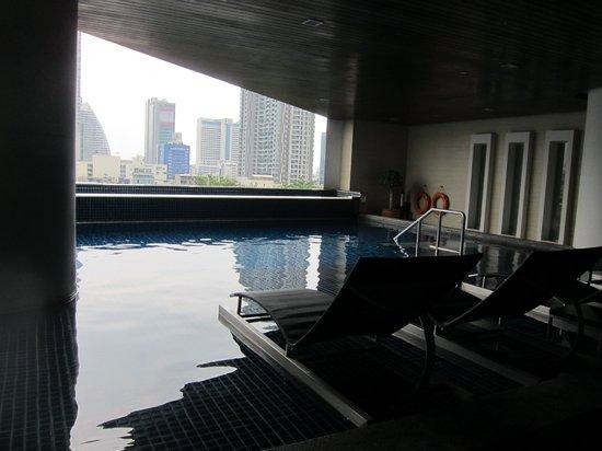 Pullman Bangkok Hotel G: Бассейн