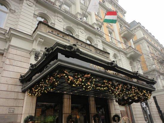 Corinthia Hotel Budapest: Entrée de l'hotel