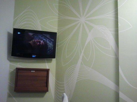 Point A Hotel, London Paddington: Fernseher
