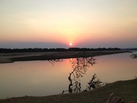 Kafunta River Lodge: sunset sundowners