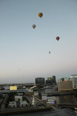 Crown Towers Melbourne: Early morning balloons from our window