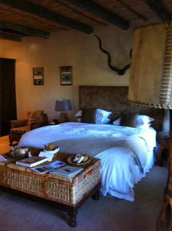 WedgeView Country House & Spa: Our comfortable bed
