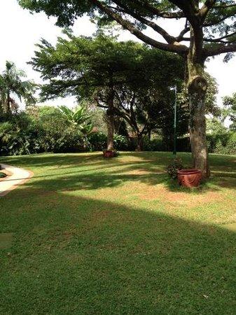Nairobi Serena Hotel: giardino