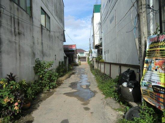 Baan Bua Guesthouse: der Weg zum Resort