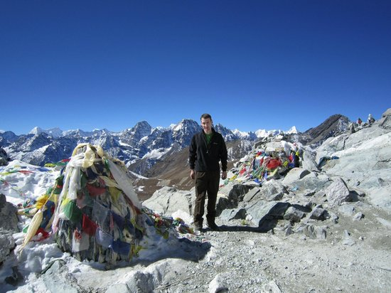 Peak Mountaineering Day Tours: At the top of the Cho La Pass