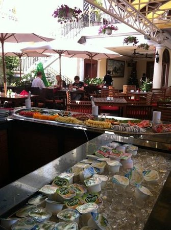 Hotel Majestic Saigon : breakfast