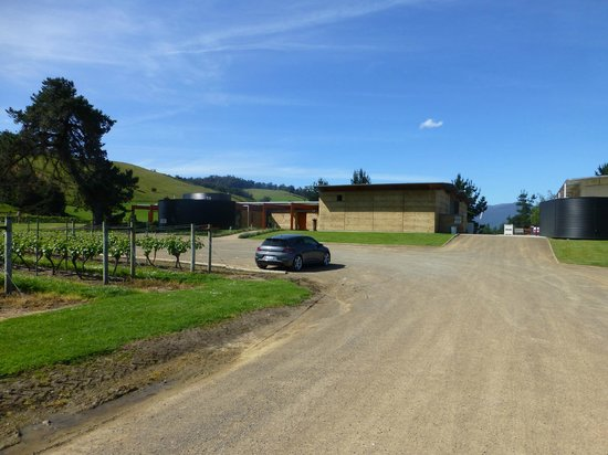 Home Hill Winery Restaurant: Drive in