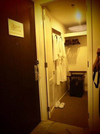 Triple Two Silom : Walk-in closet