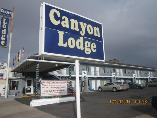 Canyon Lodge: View from the street