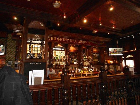 Skinners Arms : bar