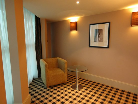 DoubleTree by Hilton Hotel Newcastle International Airport: corner room.