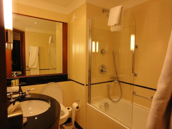 DoubleTree by Hilton Hotel Newcastle International Airport: very clean bathroom.