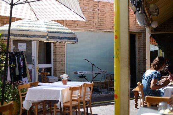 Gypsy Tapas House: courtyard