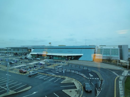 DoubleTree by Hilton Hotel Newcastle International Airport: newcastle airport a stone's throw away.