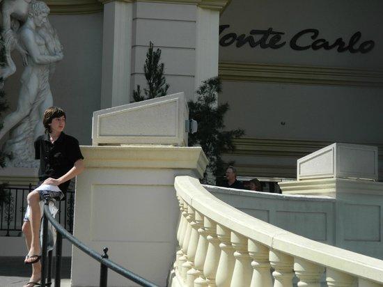 Monte Carlo Resort & Casino: Entrada desde Las Vegas Boulevard