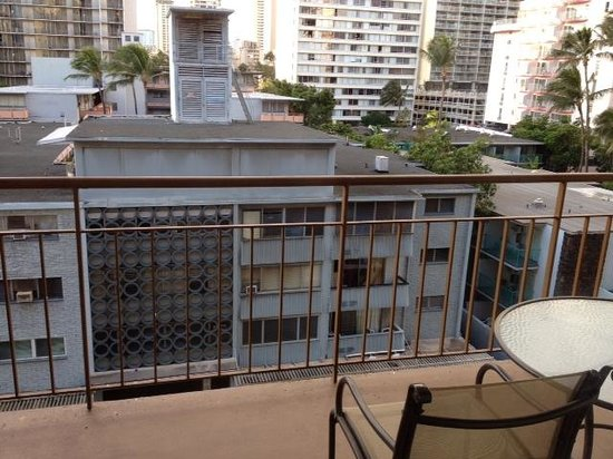 Aqua Waikiki Pearl: Not much of a view from the lanai
