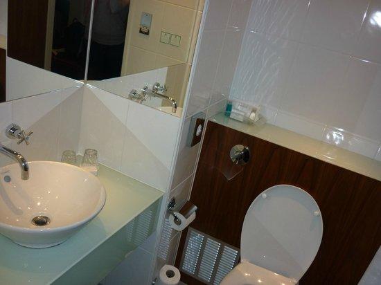 Holiday Inn London - Camden Lock: salle de bain 