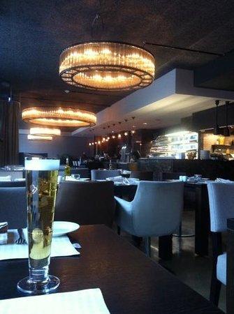 The 10 best restaurants near saks urban design hotel for Design hotel zollamt