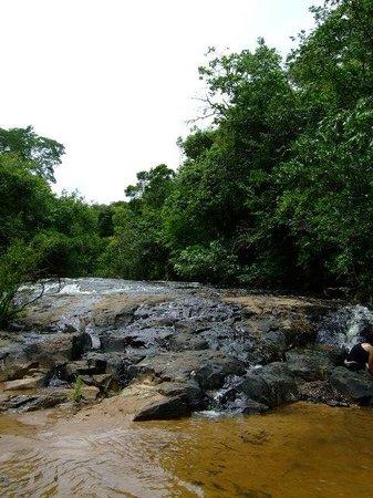 Hotel Fazenda Areia que Canta: Cachoeira na trilha