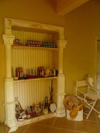 Cases a Gardenias: Vendita prodotti tipici realizzati dalla padrona di casa