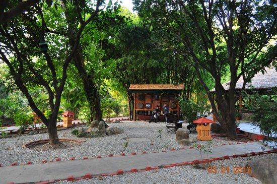 The Corbett Hideaway: resort ground