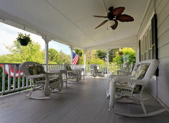 Schroon Lake Bed and Breakfast: The Front Porch