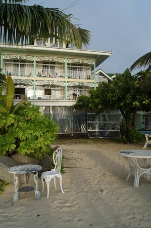 Palm Beach Hotel: outside of hotel