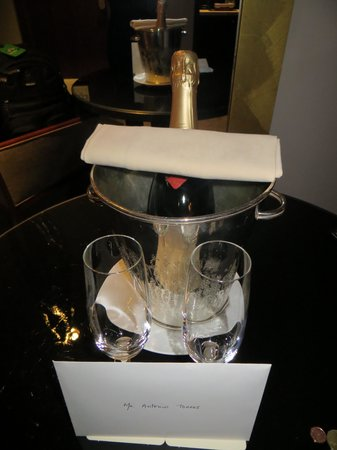 Park Hyatt Paris - Vendome: Bottle of Champagne