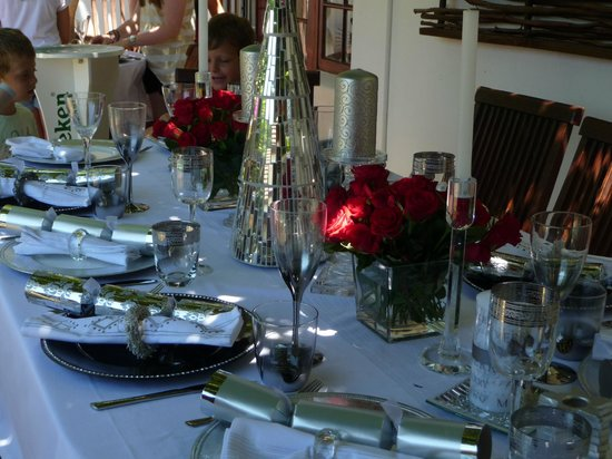 3 Palms Luxury Cottage: Christmas Table Decoration 2