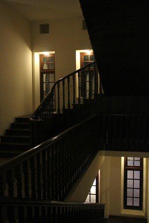 Royal Orchid Brindavan Gardens: Staircase
