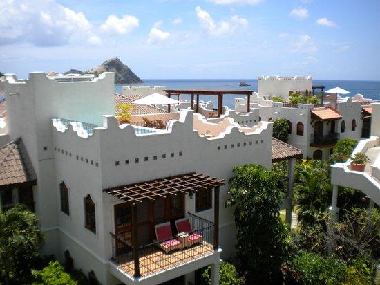 Cap Maison: Roof