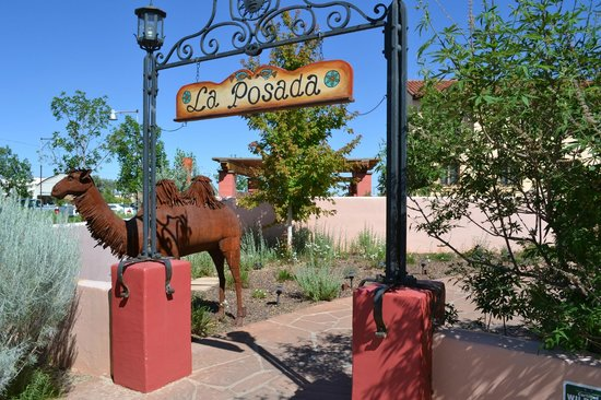 La Posada Hotel: Jolly stands outside the hotel waiting of next guest to arrive