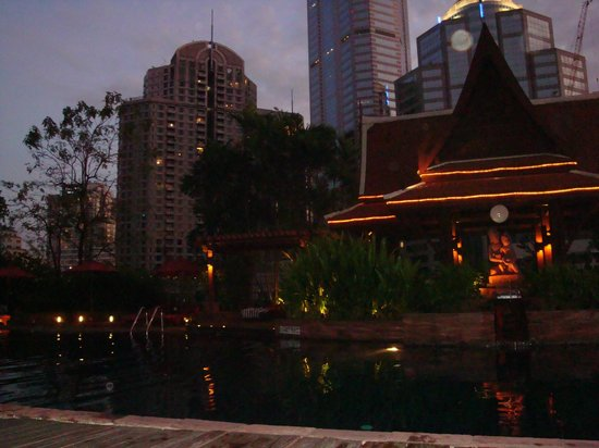 Plaza Athenee Bangkok, A Royal Meridien Hotel: Lovely pool