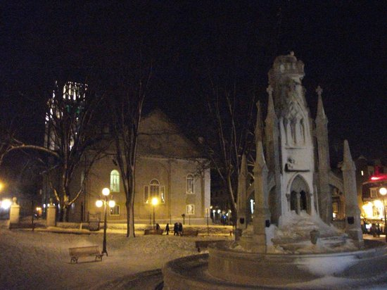 Old Quebec: Place d'Armes