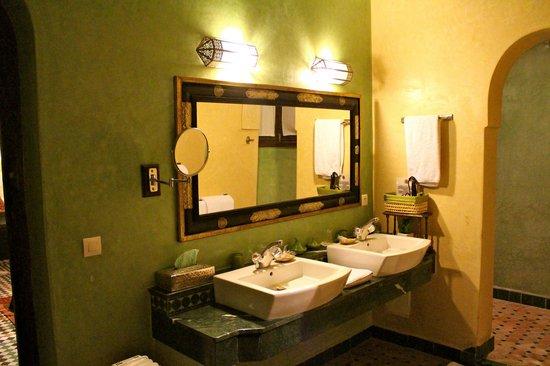 Riad Le Calife: Emeraud Suite Bathroom