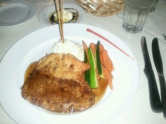 Dino's Steak & Claw House: pecan crusted chicken with garlic mash and steamed veggies