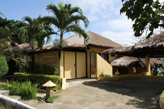 Palm Breeze Villa Boracay Hotel : near entrance
