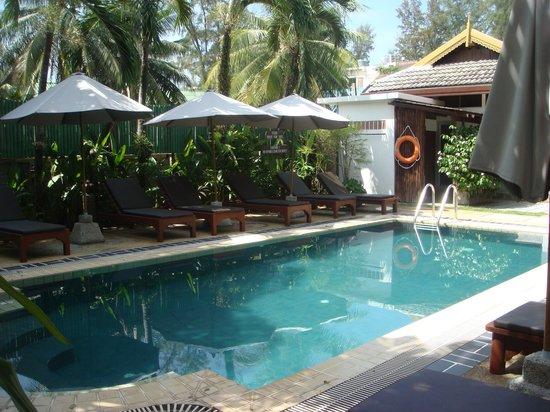 บางเทาบีชชาเล่ต์: piscine