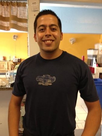 El Compadre: Joel is ready to take your order and happy to make a recommendation!
