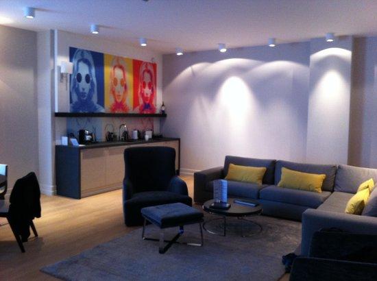H15 Boutique : living room