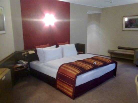Crowne Plaza Hotel Hannover: Crowne Plaza Hannover - King bed