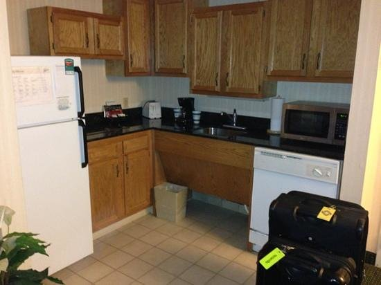 Homewood Suites by Hilton Buffalo-Airport: kitchen Area