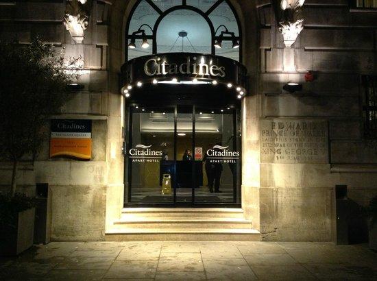 Citadines Trafalgar Square London: Entrée de l'Hôtel