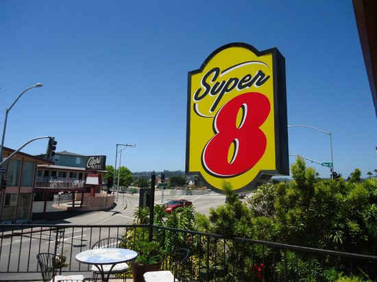 Super 8 Santa Cruz/Beach Boardwalk East: sign