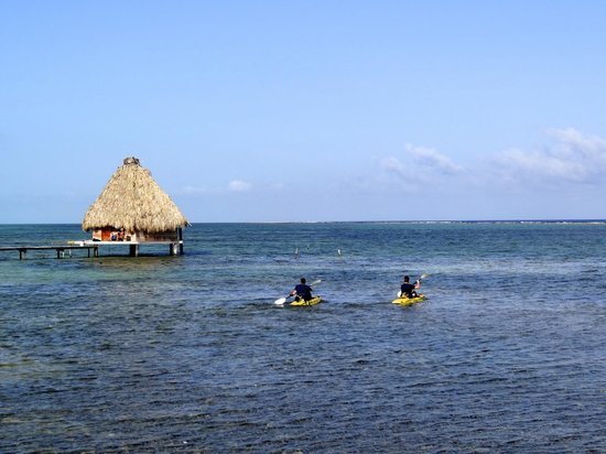 Glover's Atoll Resort: Kayaking